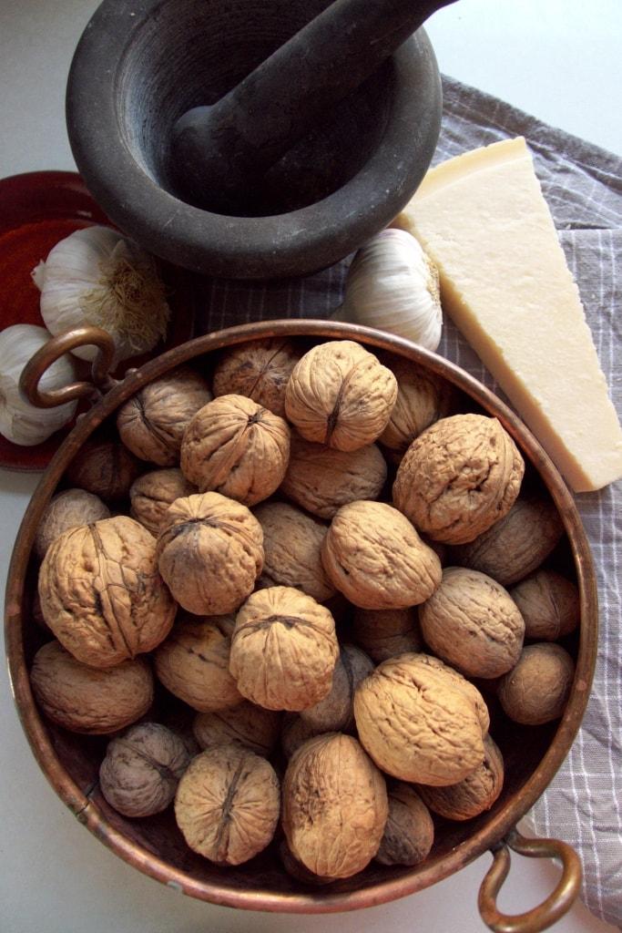 pesto z orzechów włoskich składniki