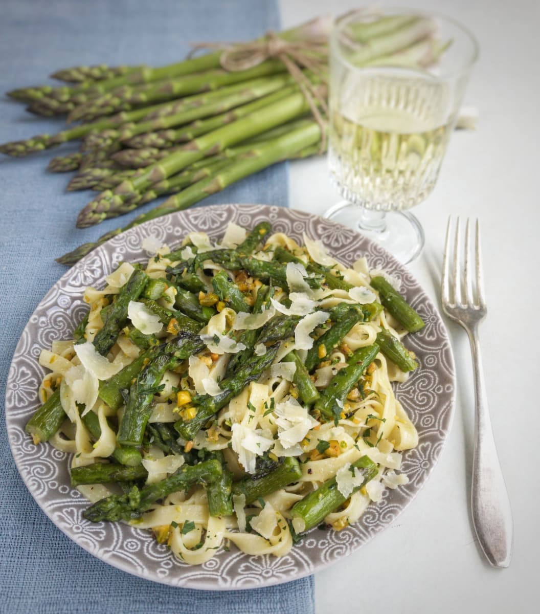 makaron ze szparagami i pistacjami 3